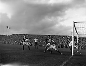 1960 - Soccer: League of Ireland v English Football League