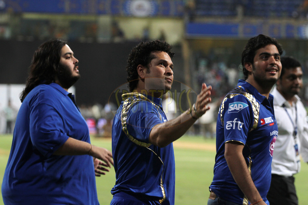 Mumbai Indians icon player Sachin Tendulkar take a victory lap after winning the match 23 of the Pepsi IPL 2015 (Indian Premier League) between The Mumbai Indians and The Sunrisers Hyderabad held at the Wankhede Stadium in Mumbai India on the 25th April 2015.<br /> <br /> Photo by:  Vipin Pawar / SPORTZPICS / IPL