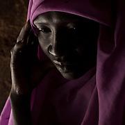 Jada Djoma ((35 ans), m&egrave;re de 7 enfants, habitait &agrave; Dandur, r&eacute;gion contr&ocirc;l&eacute;e par le gouvernement. Elle s'est enfuit de la r&eacute;gion suite aux combats au sol entre le SPLA-N et la SAF. <br /> Alors qu'elle vivait &agrave; Dandur, les soldats de la SAF l'ont viol&eacute; 4 fois ' cela arrive aussi &agrave; des jeunes filles, les soldats de la SAF leur disent de n'en parler &agrave; personne ou ils les tueraient.'<br /> Sa soeur a &eacute;t&eacute; mise en prison et tortur&eacute;s. Elle aurait &eacute;t&eacute; emmen&eacute;e &agrave; Kurkul, mais n'a eu aucune nouvelle depuis. <br /> Trois de ses enfants ont disparu pendant les combats. Ils se sont enfuis en brousse pour &eacute;chapper aux combats, Jada ignore o&ugrave; ils sont. <br /> <br /> Jada Djoma (35) mother of 7, lived in Dandur, government controlled area. She escaped after fighting erupted between SPLA-N and SAF. <br /> In Dandur, she was raped 4 times by the SAF soldiers. <br /> 'It happens to girls, SAF soldiers'd tell them not to tell anyone or they would kill her.'<br /> <br /> Her sister was taken to prison and tortured. She was then sent to Kurkul, and she hasn't heard from her since.<br />  <br /> She is missing three of her children, who were with her in Dandur, they ran away in the bush during the fighting, she doesn't know where they went.