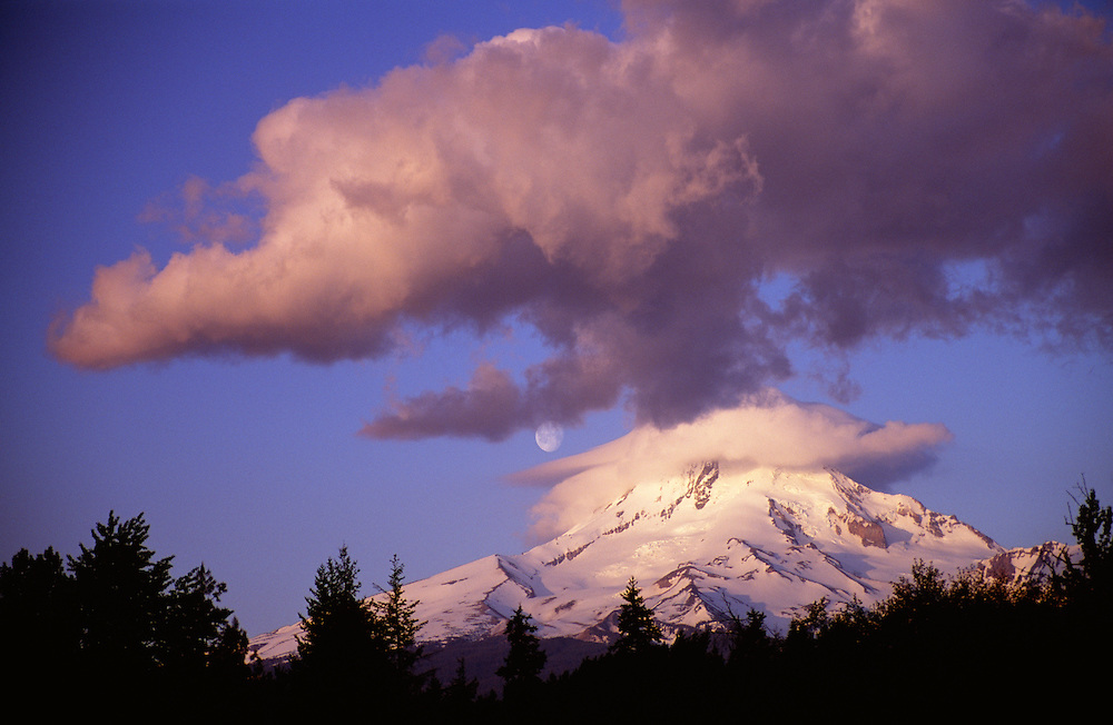 USA, Oregon, Mt. Hood at sunrise with moonset