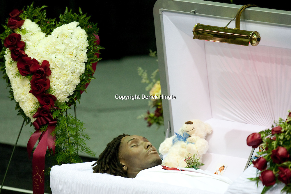 The gallery for --> Aaliyah In Open Casket