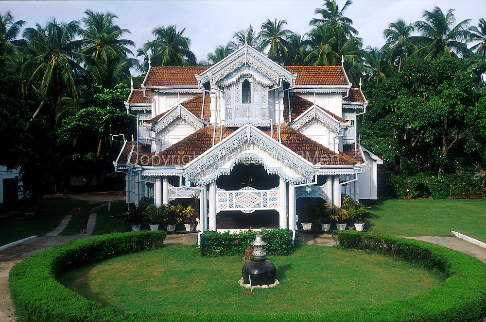This national landmark is close to the international airport. With the most beautiful trellis work, the house is loved and looked after by its owners.