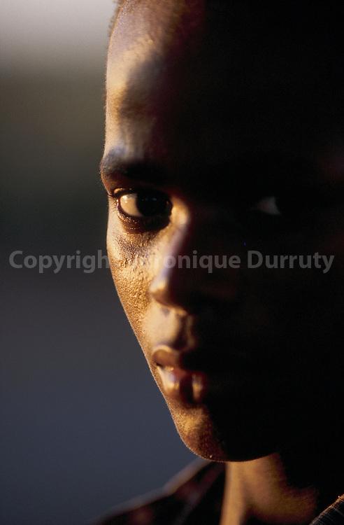 JEUNE HOMME DE MAPUTO, MOZAMBIQUE