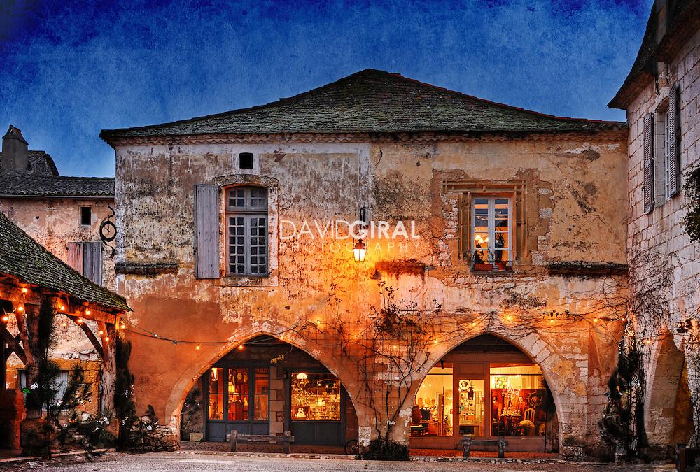 Picture of an old medieval house in the beautiful town of Monpazier, located in Perigord, Dordogne, France<br /> <br /> Photo d'une vieille maison m&eacute;di&eacute;vale dans la belle ville de Monpazier, localis&eacute;e dans le P&eacute;rigord, en Dordogne, France.