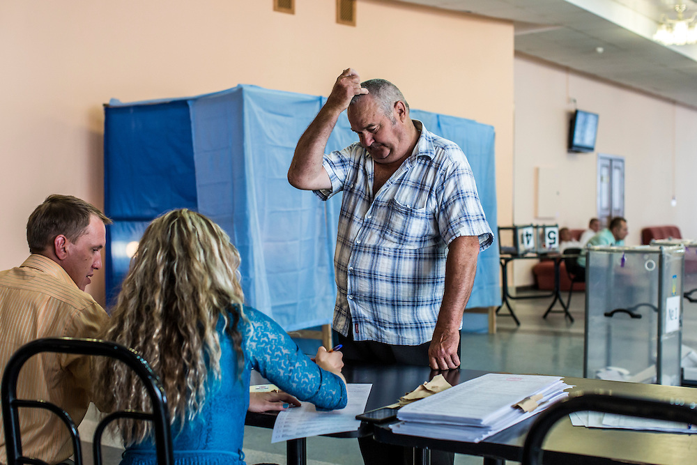 KRASNOARMIISK, UKRAINE - MAY 25:   A man at a polling station prepares to vote in Ukraine's presidential election on May 25, 2014 in Krasnoarmiisk, Ukraine. The elections are widely viewed as crucial to taming instability in the eastern part of the country. (Photo by Brendan Hoffman/Getty Images) *** Local Caption ***