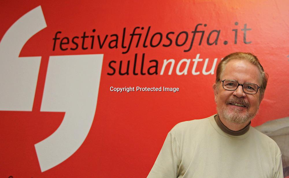 Settembre 2011 Modena Festivalfilosofia sulla Natura.<br /> Il  filosofo americano Tom Regan professore emerito di filosofia presso l'Universit&agrave; della North Carolina&egrave; uno dei maggiori teorici del movimento animalista mondiale.