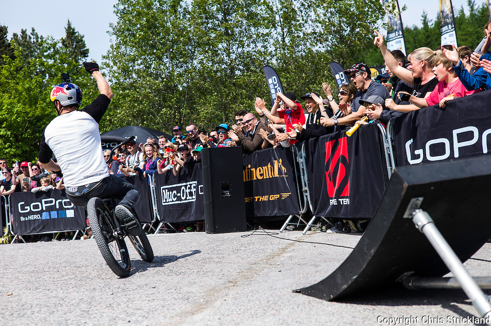 Nevis Range, Fort William, Scotland, UK. 4th June 2016. Danny MacKaskill performs some alternative tricks at the World Cup. The worlds leading mountain bikers descend on Fort William for the UCI World Cup on Nevis Range. © Chris Strickland / Alamy Live News