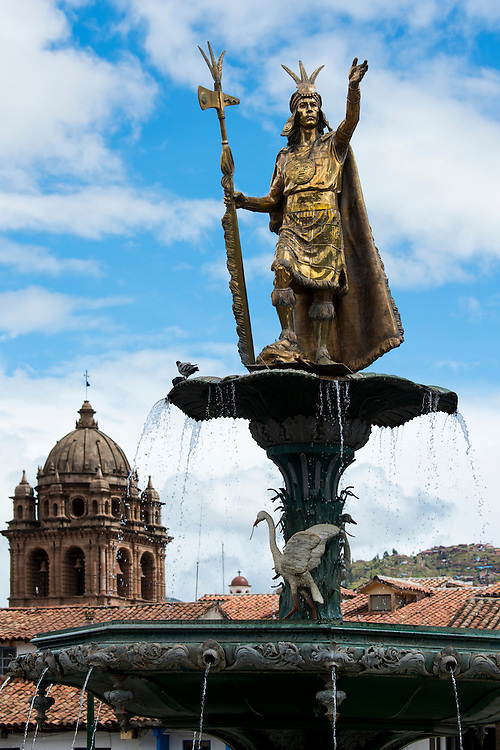 South America, Andes, Peru,Cusco, inca statue on plaza des armas