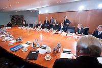 09 JAN 2009, BERLIN/GERMANY:<br /> Hartmut Schauert, CDU, Parl. StS Bundeswirtschaftsministerium, Michael Glos, CSU, Bundeswirtschaftsminister, Angela Merkel, CDU, Bundeskanzlerin, Jens Weidmann, Abteilungsleiter Wirtschaft im Bundeskanzlkeramt, Thomas de Maizi&egrave;re, CDU, Kanzleramtsminister, Peer Steinbrueck, SPD, Bundesfinanzminister, Ulrich Wilhelm, Regierungssprecher, (v.L.n.R., Mitte rechte Tischseite) vor Beginn eines Gespraechs der Bundeskanzlerin mit Vertretern der mittelstaendischen Wirtschaft, Kleiner Kabinettsaal, Bundeskanzleramt<br /> IMAGE: 20090109-01-003<br /> KEYWORDS: Peer Steinbr&uuml;ck