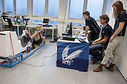 Alwin Visker is bezig met een vermogensmeting. Studenten van de TU Delft en VU Amsterdam verrichten metingen aan de renners die een poging gaan wagen om het wereldrecord fietsen te verbreken. Oud-schaatser Jan Bos en Sebastiaan Bowier gaan proberen het record van 133 km/h te verbreken. Wil Baselmans en Alwin Visker zijn geselecteerd om het werelduurrecord te verbreken. In 2011 haalde Bowier 129 km/h. De andere rijders doen voor het eerst mee.<br /> <br /> Alwin Visker is busy with a performance test. Students of the TU Delft and the VU Amsterdam are measuring the condition of the for riders who will try to attempt to break the world record speed biking. Former skater Jan Bos and Sebastiaan Bowier will try to set a new top speed record. Wil Baselmans and Alwin Visker are selected to set a new top distance in an hour. Bowier reached in 2011 129 km/h, the world record is 133 km/h.