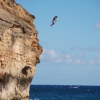 Hawaii, Shipwreck Beach - man cliff-jumping