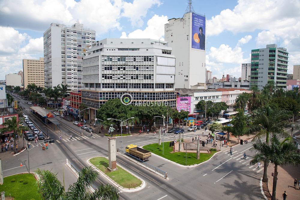Praca do Bandeirante no Cruzamento da Avenida Anhanguera c/ a Avenida Goias.  / Bandeirante Square, located on the corner of Avenida Anhanguera and Avenida Goias. The statue of Bartolomeu Bueno da Silva, the Bandeirante, with his vessel.