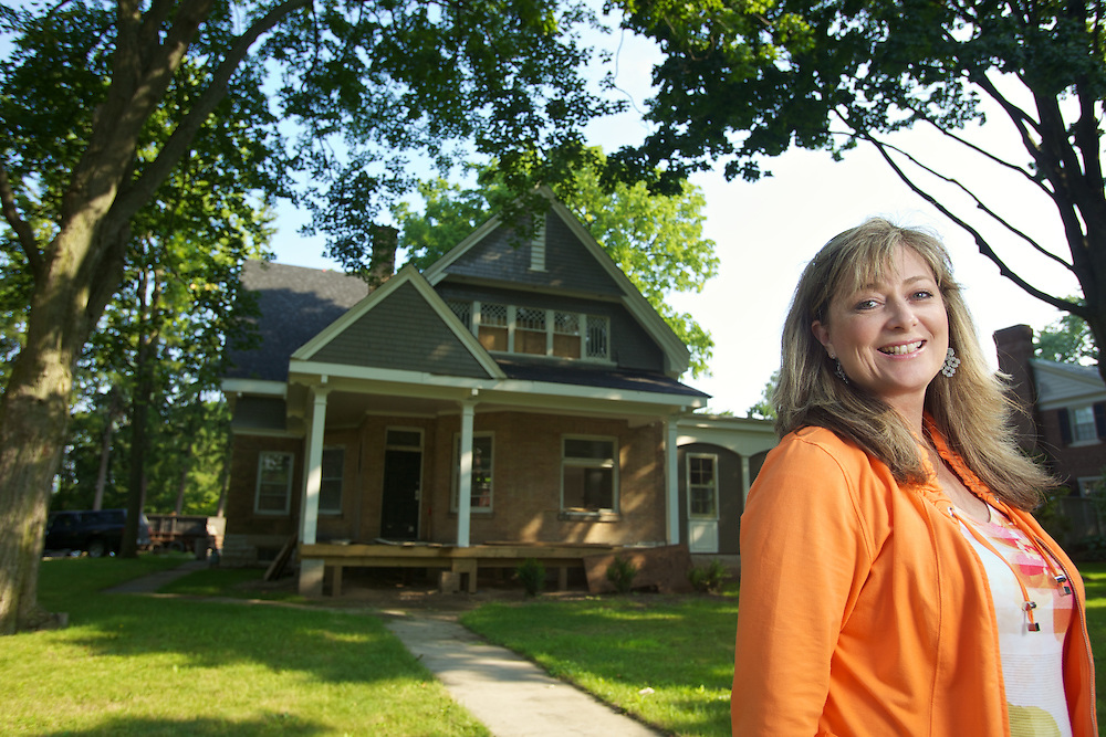 London, Ontario ---10-07-28--- Bonnie Pierotti purchased this old 18th century home in a historic area of London, Ontario from a sorority and is restoring and updating it after years of neglect and countless parties.<br /> GEOFF ROBINS The Globe and Mail
