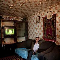©Stefano Meluni.26-03-2010 Roma .Campo Rom di Tor dei Cenci, il campo fu dato in uso a tre gruppi di famiglie, due Bosniache, una Macedone, dall'allora sindaco Rutelli Francesco. E' stato il primo campo attrezzato dove hanno spostato nel 2002 alcune famiglie dal Casilino 700.In the picture: Samantha Omerovic.