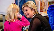 ALMERE - Prinses Laurentien leest voor aan kinderen van groep 1 en 2, uit het kinderboek De kleine walvis, tijdens het Nationale Voorleesontbijt in de nieuwe bibliotheek in Almere-Stad. ANP ROYAL IMAGES ROBIN UTRECHT