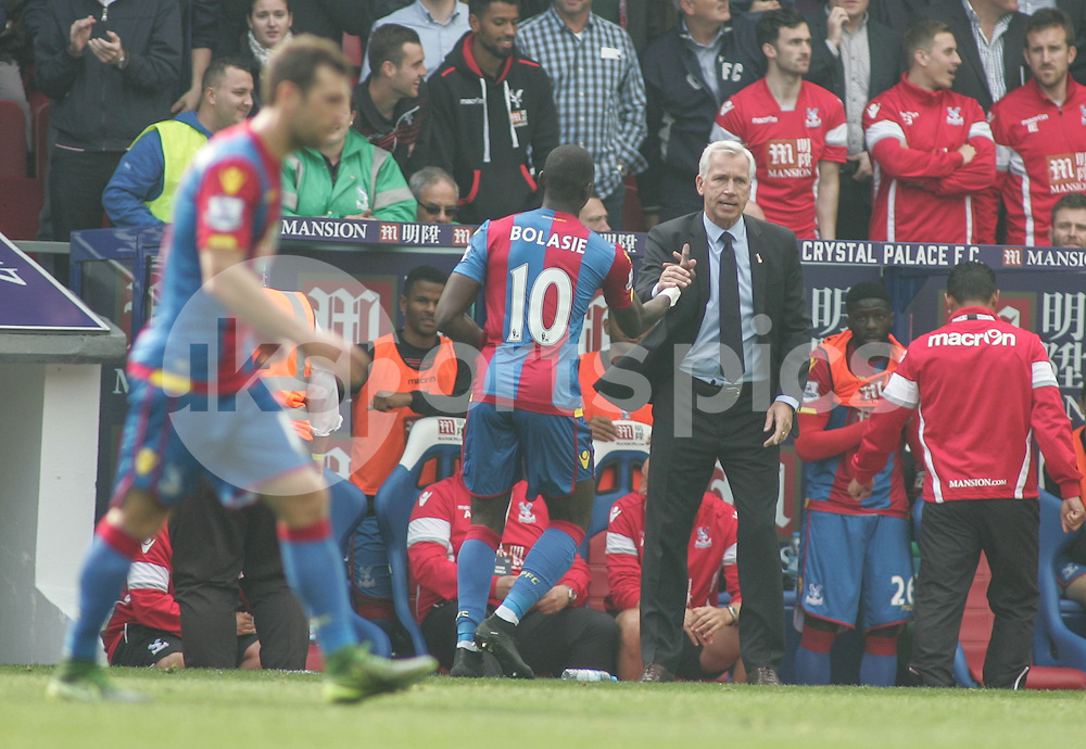 Yannick Bolasie of Crystal Palace scores the opening goal and is congratulated by Crystal Palace Manager Alan Pardew during the Barclays Premier League match between Crystal Palace and West Bromwich Albion at Selhurst Park, London, England on 3 October 2015. Photo by Ken Sparks.