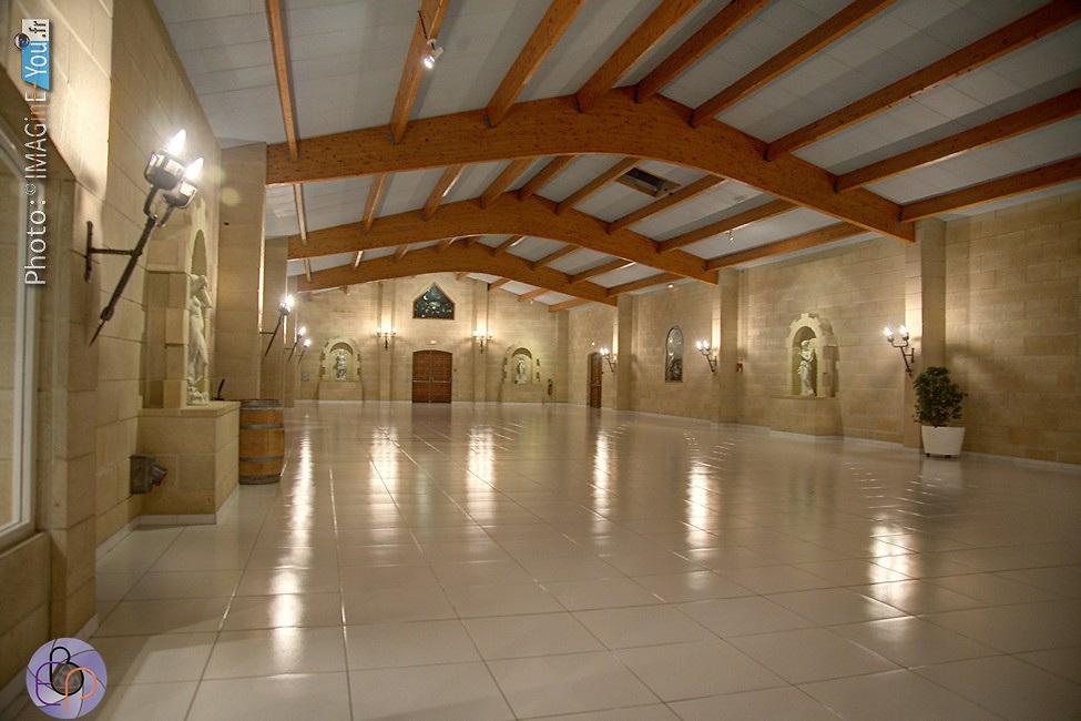 Photographies des chais et locaux de réception du Chateau Lafitte à Yvrac (Gironde).