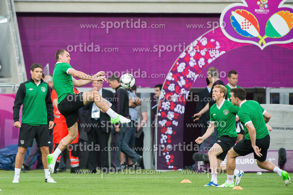 09.06.2012, Stadion Miejski, Poznan, POL, UEFA EURO 2012, Irland, Training, im Bild DARRON GIBSON, PAUL GREEN // during the during EURO 2012 Trainingssession of Ireland Nationalteam, at the stadium Miejski, Poznan, Poland on 2012/06/09. EXPA Pictures © 2012, PhotoCredit: EXPA/ Newspix/ Jakub Kaczmarczyk..***** ATTENTION - for AUT, SLO, CRO, SRB, SUI and SWE only *****