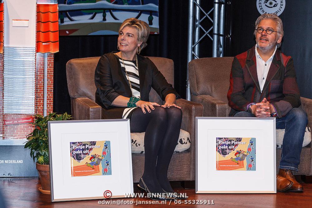 NLD/Amsterdam/20131112 - Presentatie DE Sinterklaasboeken, prinses Laurentien en Jan Jutte