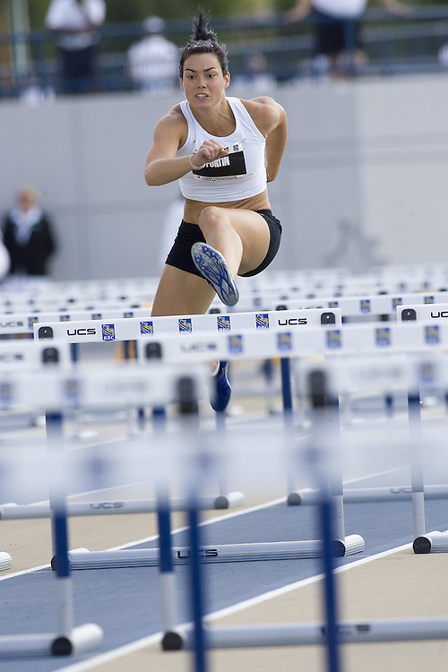 12 July 2007 (Windsor--Canada) -- The 2007 Canadian National Track and Field Championships... Véronique Fortin competing in the heptathlon 100m hurdles heats.