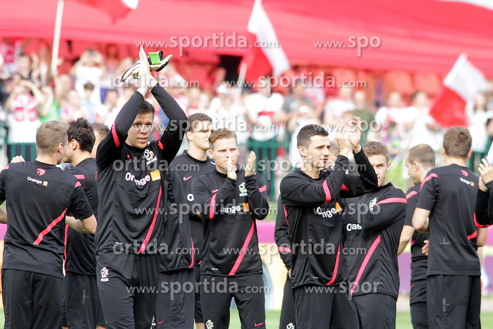 09.06.2012, Trainingstadion, Warschau, POL, UEFA EURO 2012, Polen, Training, im Bild WOJCIECH SZCZESNY, EUGEN POLANSKI // during the during EURO 2012 Trainingssession of Poland Nationalteam, at the preperation stadium, Warsaw, Poland on 2012/06/09. EXPA Pictures © 2012, PhotoCredit: EXPA/ Newspix/ Adam Jastrzebowski..***** ATTENTION - for AUT, SLO, CRO, SRB, SUI and SWE only *****