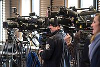 16 MAR 2017, BERLIN/GERMANY:<br /> Fernsehkameras und Kameramann waehrend einer Pressekonferenz nach einer Sitzung der Ministerpraesidentenkonferenz, Bundesrat<br /> IMAGE: 20170316-02-004<br /> KEYWORDS: Ministerpr&auml;sidentenkonferenz, MPK, Camera