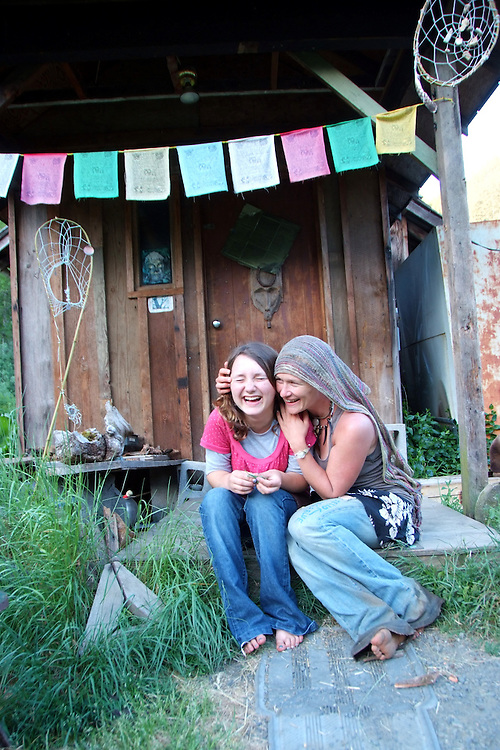 http://cdn.c.photoshelter.com/img-get2/I0000Vq_GUGS3LFk/fit=1000x750/Mother-and-Daughter-Alpha-Farm-2009.jpg