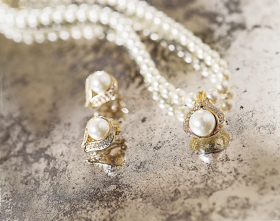pearl-earrings_and_necklace_on_antique_mirror.tif ...