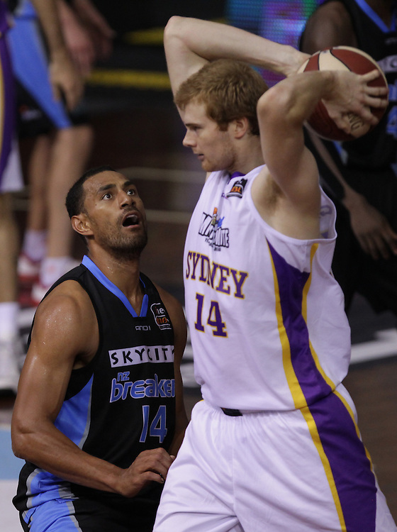 Breakers' Mika Vukona challenges Kings' Tom Garlepp in an ANBL Basketball Match, North Shore Events Centre, Auckland, New Zealand, Thursday, January 24, 2013.  Credit:SNPA / David Rowland