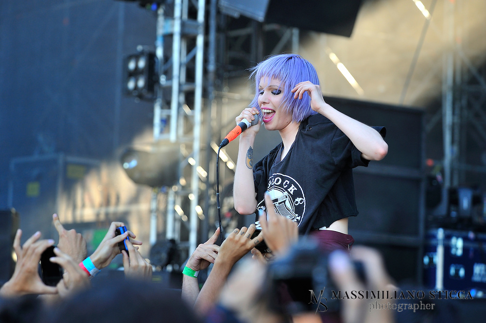 Crystal Castles is a Canadian electronic band formed in 2004 in Toronto consisting of producer Ethan Kath and vocalist Alice Glass. The duo is known for their chaotic live shows and lo-fi melancholic homemade productions. They released many limited vinyl EPs between 2006 and 2007.