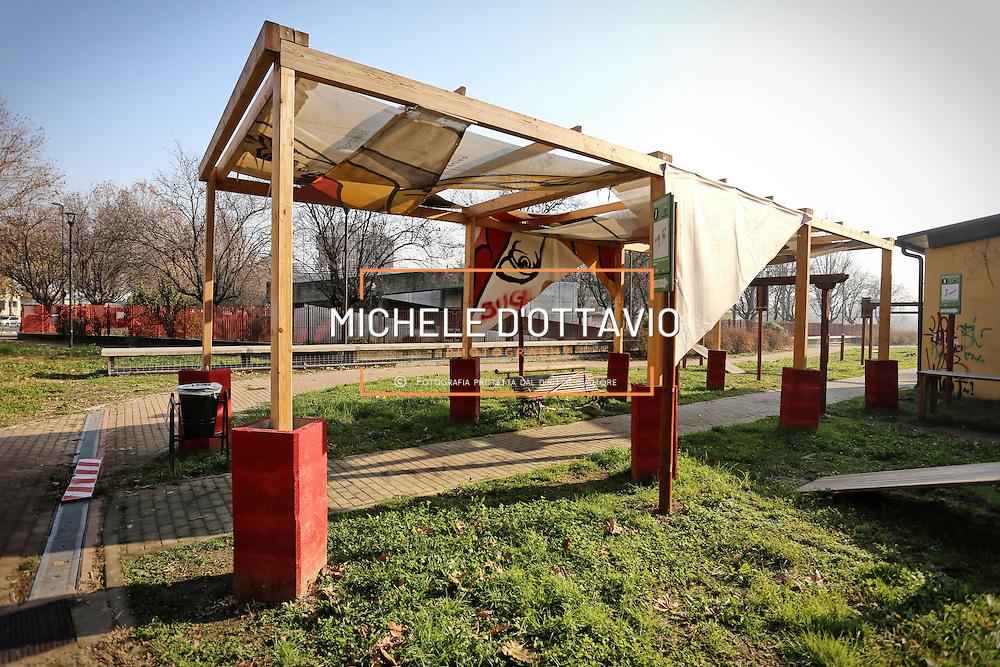 """progetto di rammendo del G124 nel cosiddetto """"Parco senza nome"""" borgo Vittoria. Periferia Torino nord"""