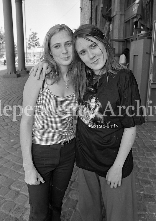 Bryan Admas fans arrive at The Point Depot for the concert, 22/07/1996 (Part of the Independent Newspapers Ireland/NLI Collection).