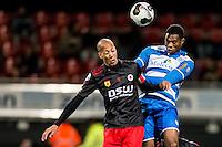 ROTTERDAM - Excelsior - PEC Zwolle , Voetbal , Eredivisie , Seizoen 2016/2017 , Stadion Woudestein , 21-10-2016 , PEC Zwolle speler Kingsley Ehizibue (r) in kopduel met Excelsior speler Ryan Koolwijk (l)