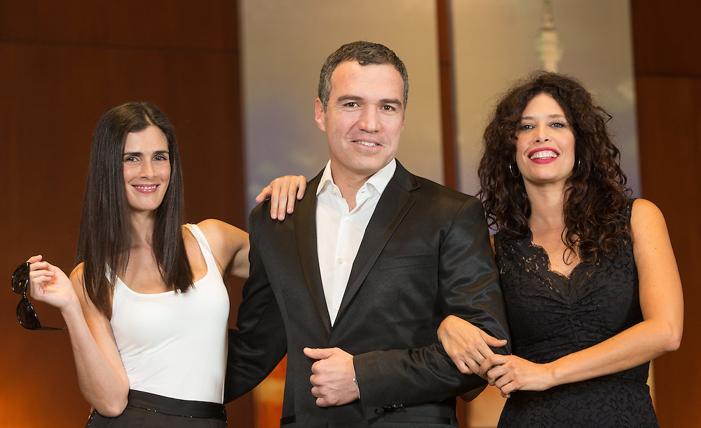 Vanessa Saba, left, Salvador del Solar and Angie Cepeda,   from the The Vanished Elephant pose for photos before the film's premier at the Toronto International Film Festival in Toronto, Ontario, September 6, 2014.<br /> AFP PHOTO/Geoff Robins