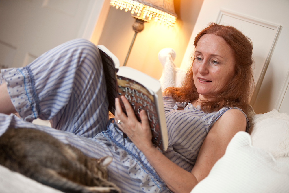 Harrington, Ontario ---11-07-26--- Stratford actor Seana McKenna reads in bed at her home in Harrington, Ontario, just outside of Stratford. July 26, 2011.<br /> GEOFF ROBINS The Globe and Mail