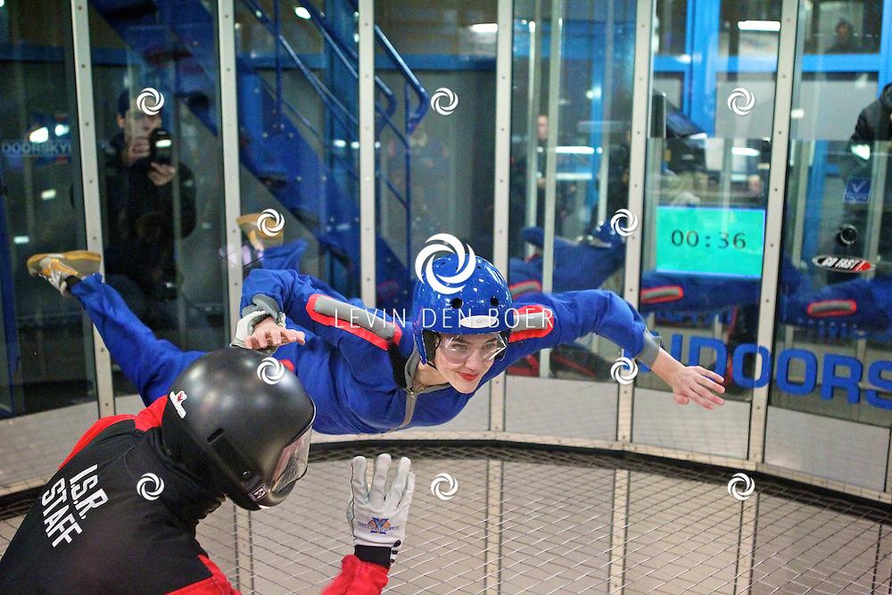 ROOSENDAAL - De 100ste voorstelling van Wicked werd gevierd met de castleden in de indoorskydiving centrum.  Met op de foto Christanne de Bruijn die de rol van Nessarose speelt. FOTO LEVIN DEN BOER - PERSFOTO.NU