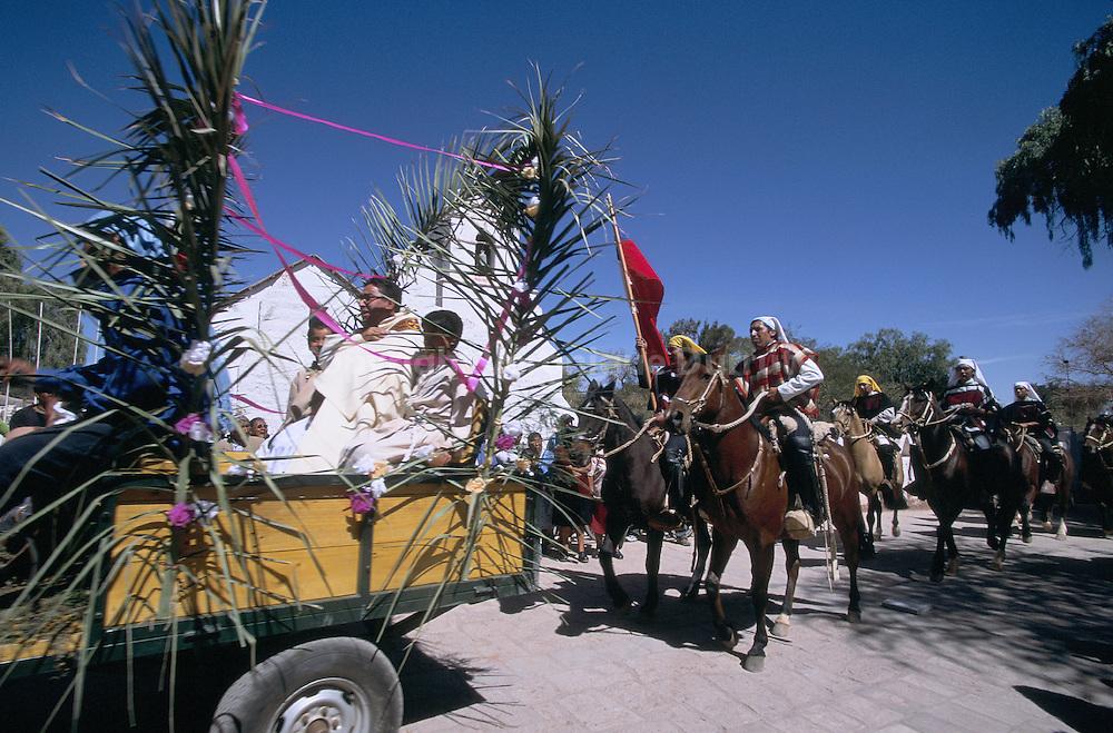 Procession religieuse dans le village de San Pedro de Atacama