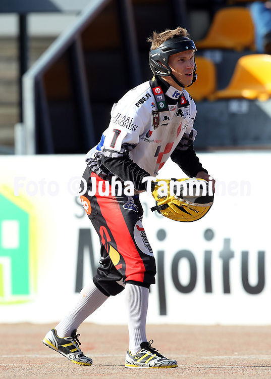 14.6.2011, Kouvola..Superpesis 2011, Kouvolan Pallonly?j?t  - Joensuun Maila..Juha-Matti Sirvi? - JoMa...