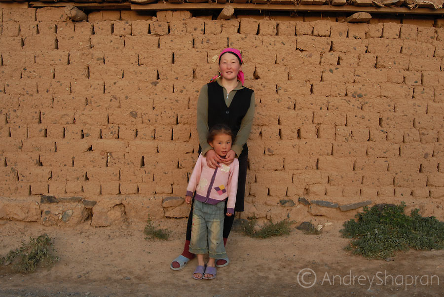 A Kyrgyz mother and a daughter