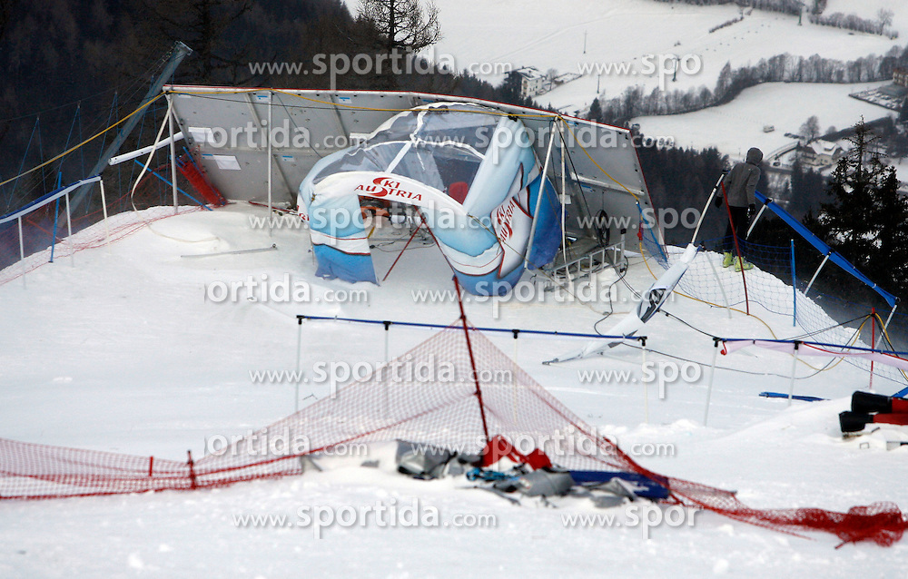06.01.2012, Kaernten Franz Klammer, Bad Kleinkirchheim, AUT, FIS Weltcup Ski Alpin, Damen, Abfahrt 2.Training, im Bild Absagefeatures //  during ladies Downhill second Training of FIS Ski Alpine Worldcup at Franz Klammer Abfahrt in Bad Kleinkirchheim, Austria on 2012/01/06. EXPA © 2011, PhotoCredit: EXPA/ Oskar Höher