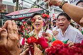 Yingluck Shinawatra Campaigns for Pongsapat Pongcharoen