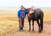 WY02359-00...WYOMING - Ranch hand Clint Black on the Willow Creek Ranch.  MR# B19