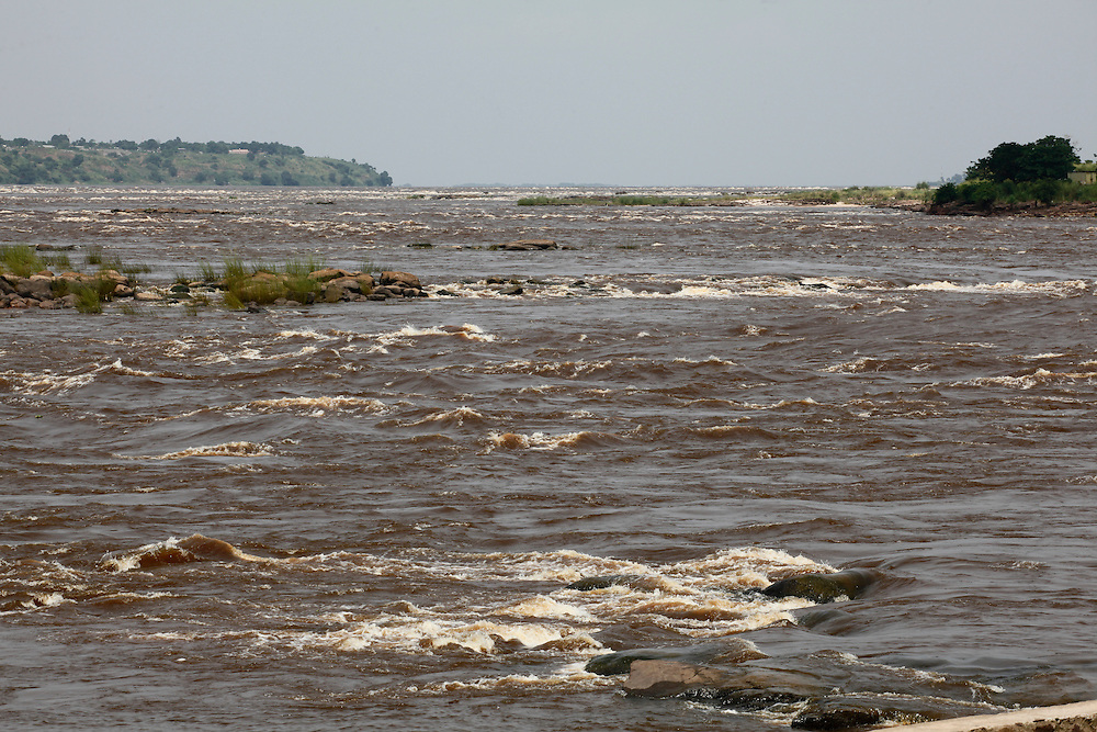 The Congo river from the Gombe neighbourhood. Kinshasa, Democratic ...: lightfootphoto.photoshelter.com/image/I0000WTZwgQCyc7U