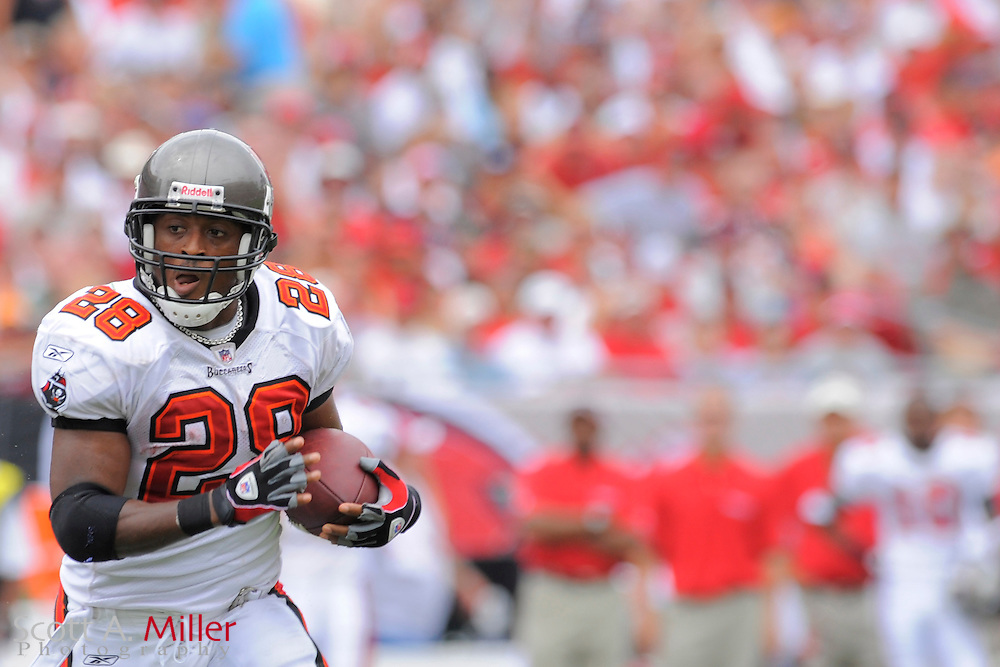 Tampa, Florida, Sept. 28, 2008: Tampa Bay Buccaneers running back Warrick Dunn (28) in action against the Green Bay Packers at Raymond James Stadium....©2008 Scott A. Miller