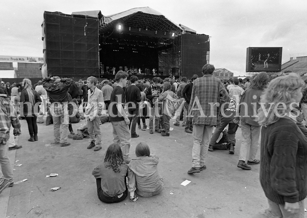 Fans at the Feile Festival in Thurles, Tipperary, 30/07/1993 (Part of the Independent Newspapers Ireland/NLI Collection).