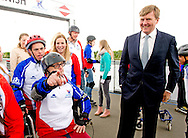 8-5-2014 ALMERE - King William Alexander visits the Almere The ice skating , Triad and VCMA contact Super COOL ! participated in the program Power of Sport Orange Fund. The King gave the starting signal for a first ' round punctures . People with visual and / or intellectual disabilities skating and rollerblading along with volunteers. / Members Almere speed skating (30 year anniversary this year ) In this way they build a trusted and structural social network . Through this project, the volunteers and participants with disabilities one - on - one with each other. This brings people from both groups in their daily life and become acquainted with those of another . It gives both parties a social and emotional development . This initiative has been around for 5 years. Since 2013 there is the inline skating to come . Currently there are about 15 volunteers and 15 active participants . Volunteers are always hitherto existing members of the association . COPYRIGHT ROBIN UTRECHT