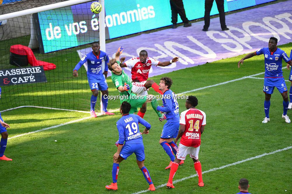 Simon POUPLIN / Prince ONIANGUE - 12.04.2015 - Reims / Nice - 32eme journee de Ligue 1 <br />Photo : Dave Winter / Icon Sport