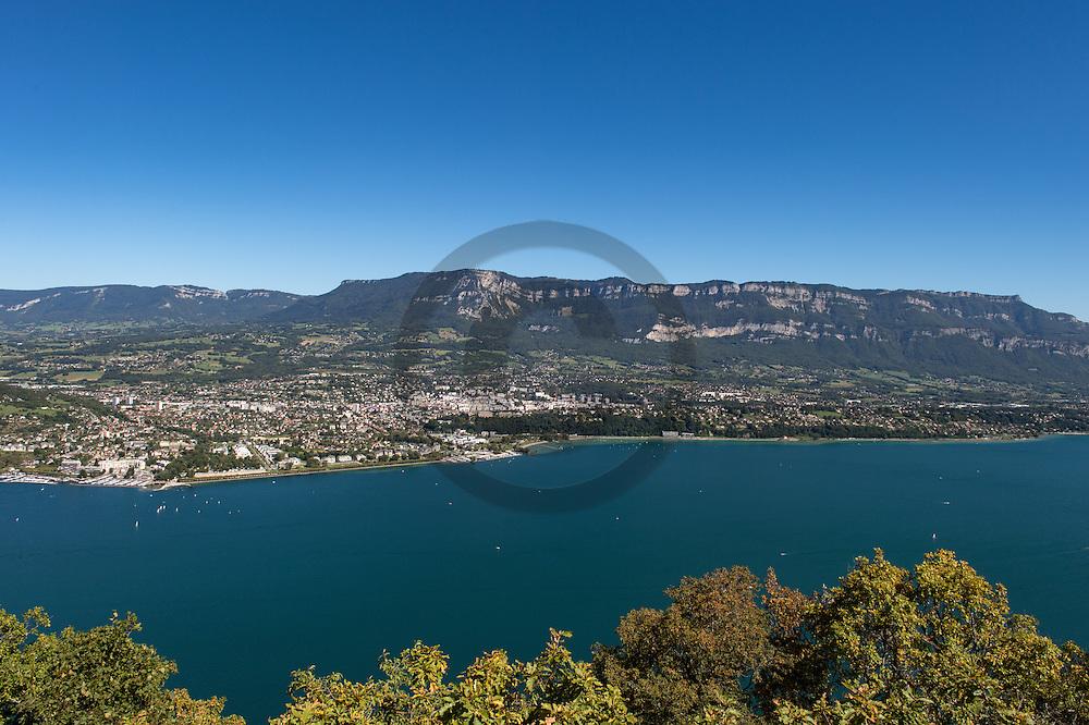 22/08/16 - AIX LES BAINS - SAVOIE - FRANCE - Aix les bains et le Lac du Bourget vu de la Cote sauvage - Photo Jerome CHABANNE
