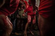 Battutisi le gambe, Battenti iniziano a d utilizzare un sughero nel quale sono inseriti piccoli pezzi di vetro