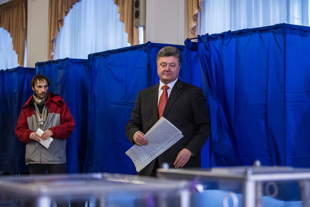 KIEV, UKRAINE - OCTOBER 26: Ukrainian President Petro Poroshenko (C) emerges from a voting booth after filling out his ballot for parliamentary elections on October 26, 2014 in Kiev, Ukraine. The country's parliamentary elections are seen as key to Poroshenko's ability to advance his agenda. (Photo by Brendan Hoffman/Getty Images) *** Local Caption *** Petro Poroshenko